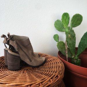 Dolce Vita | Tan Suede Booties